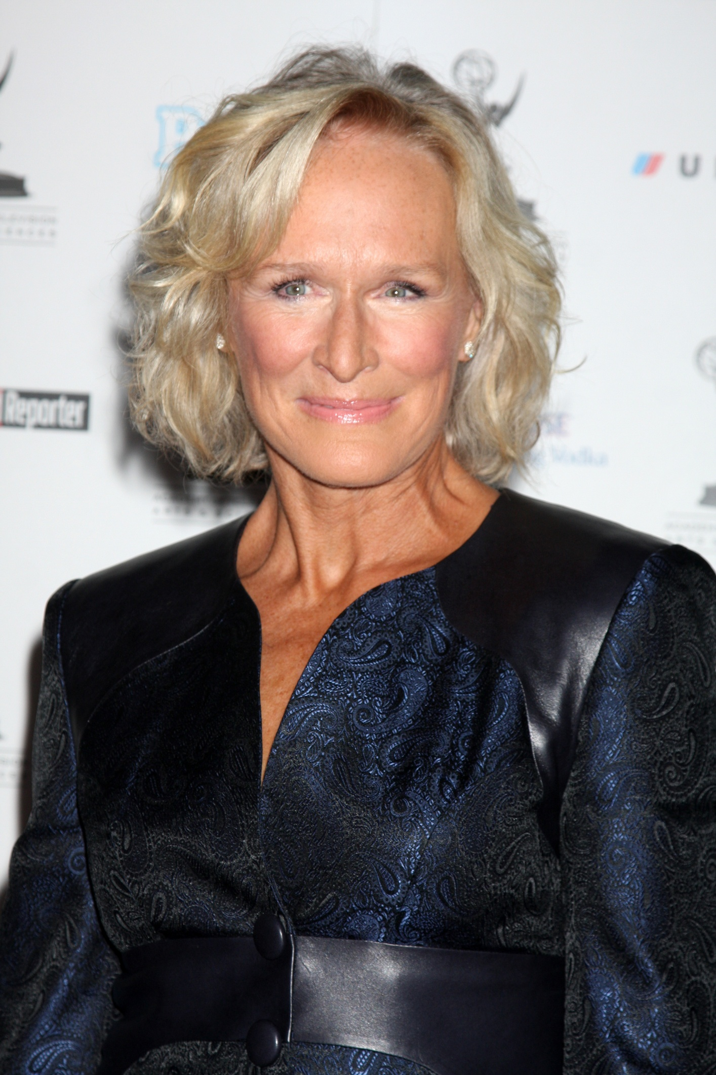 The 70-year old daughter of father William Taliaferro Close and mother Bettine Moore Close, 170 cm tall Glenn Close in 2018 photo