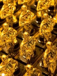 Oscar Statues LG dreamstime_m_19071736 (2)